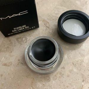 MAC Cosmetics Eye Fluidline in Blacktrax